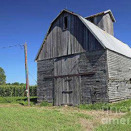 Old Barn Indiana by Steve Gass