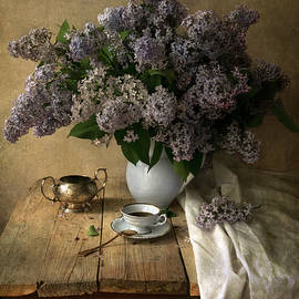 Jaroslaw Blaminsky - Still life with bouquet of fresh lilacs