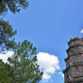 Thien Mu Pagoda by Tran Minh Quan