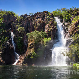 Wangi Falls during wet season by Andrew Michael