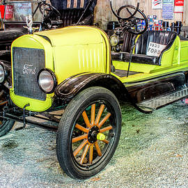 1923 Ford by Lorraine Baum