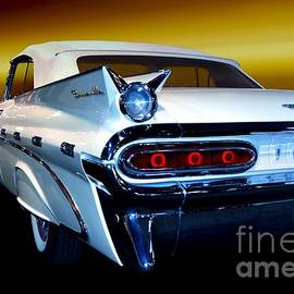 1959 Pontiac Bonneville by Thomas Burtney