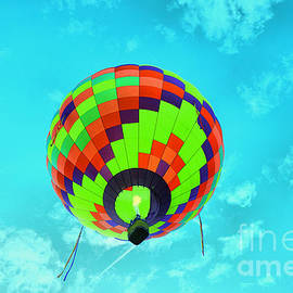 Balloon overhead by Jeff Swan