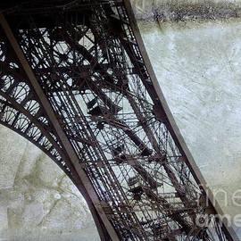 Eiffel tower - BERNARD JAUBERT