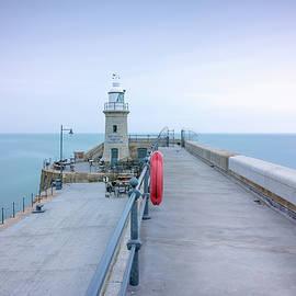 Folkestone Lighthouse - Ian Hufton
