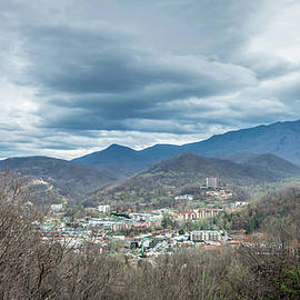 ALEX GRICHENKO - mountain city of gatlinburg tennessy
