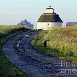 Round Barn Indiana by Steve Gass