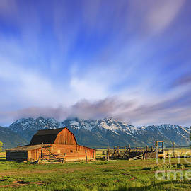 Mormon Row Barn, Grand Teton N.P by Henk Meijer Photography