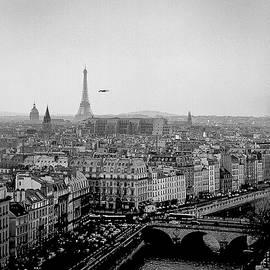 Tour Eiffel. by Cyril Jayant