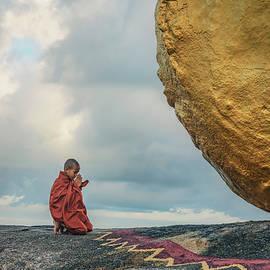 Golden Rock - Myanmar - Joana Kruse