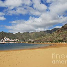Playa Las Teresitas Tenerife by Chani Demuijlder
