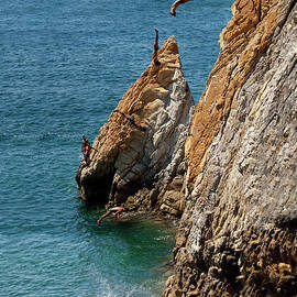 Anthony Totah - Famous cliff diver of Acapulco Mexico