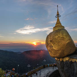 Joana Kruse - Golden Rock - Myanmar