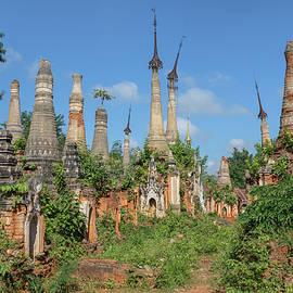 Shwe Indein Pagoda - Myanmar - Joana Kruse