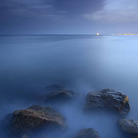 Guido Montanes Castillo - Blue sea