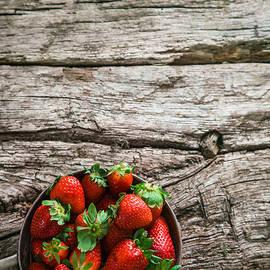 Mythja Photography - Strawberries on wood