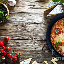 Mythja Photography - Pizza on wood with ingredients