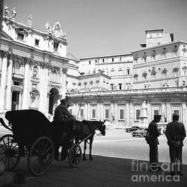 A carriage and police at Vatican City, Rome, 1955 - The Harrington Collection