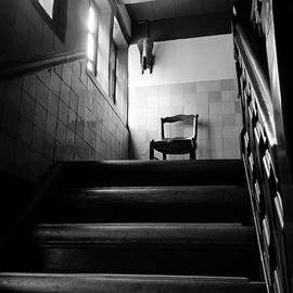 RicardMN Photography - A chair at the top of the stairway BW