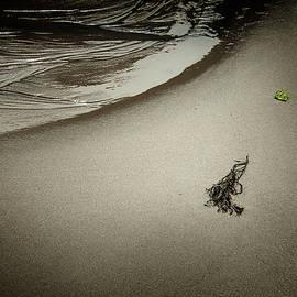 Yuri Lev - A Minimalist Beach in Rockport MA.