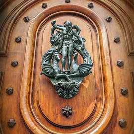 Carol Japp - A Most Unusual Door Knocker in Geneva Old Town