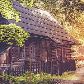 Kacper Michalik - Abandoned cottage in amazing sunset light