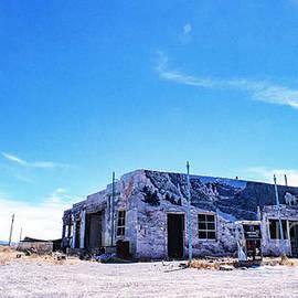 Kim Lessel - Abandoned Gaz Station Utah 3