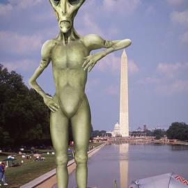 Mike McGlothlen - Alien Vacation - Washington D C