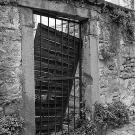 Alley Gate B W