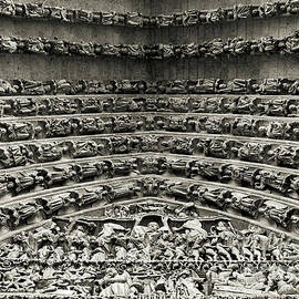 RicardMN Photography - Amiens Cathedral - Tympanum of central west portal BW