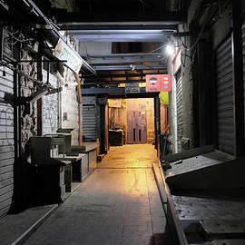 Dubi Roman - An Alley in Mahane Yehuda Market