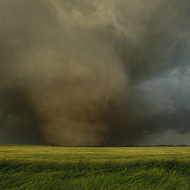 Carsten Peter - An F4 Category Tornado Travels