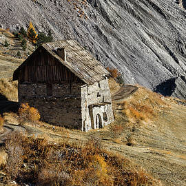 Paul MAURICE - Ancient farmhouse in southern French Alps