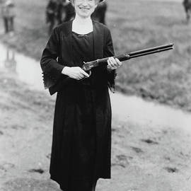 Annie Oakley with the gun Buffalo Bill gave her, 1922 - American School