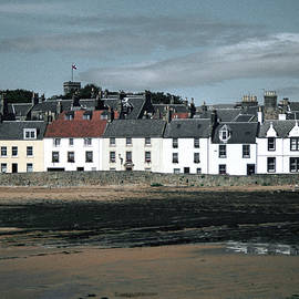 Anstruther Beach by Kenneth Campbell