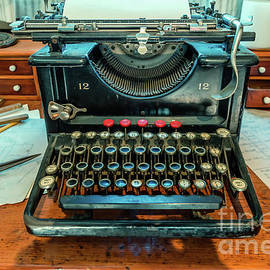 Antique typewriter is forgotten by time by Viktor Birkus