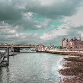 Zahra Majid - Aqua River Medway