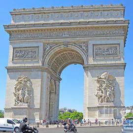 Arc de Triomphe by Ann Horn