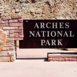 Thomas Woolworth - Arches National Park Signage 02