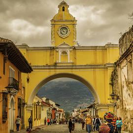 Totto Ponce - Arco de Santa Catalina - Antigua Guatemala - Guatemala II