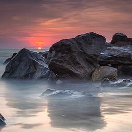 Atardecer En La Playa by Edward Kreis