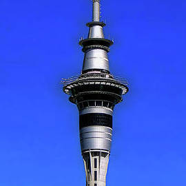 Auckland's Sky Tower by Sue Melvin