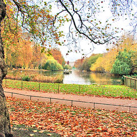 Autumn In Green Park by Gordon Elwell