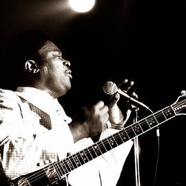 B B King and Lucille 1978 by Chris Walter