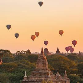balloons over Bagan - Myanmar - Joana Kruse