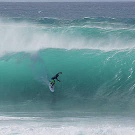 Banzai Pipeline Pumping by Kevin Smith