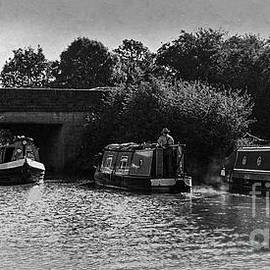 Colin Hunt - Cruising On The Grand Union Canal 02