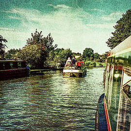 Colin Hunt - 10946 Cruising On The Grand Union Canal