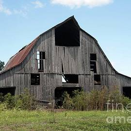 Barn in KY no 104 by Dwight Cook