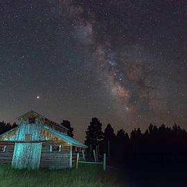 Barn In Rocky by Gary Lengyel